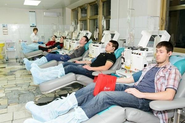 Донор - это человек, который в добровольном порядке готов предоставить свою кровь и ее компоненты
